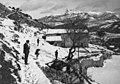 Vista lateral de Can Blanch nevat i diversos homes.jpeg