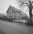 Voor- en rechterzijgevel voormalige Christelijke lagere school met onderwijzerswoning - Meije, De - 20373747 - RCE.jpg