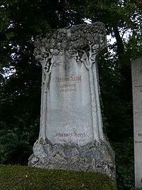 Würzburg-hauptfriedhof-grabstein-leibl-sperl.JPG