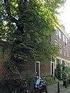 foto van Voormalige koetshuizen van Singel 66 en 68, met bovenwoningen, onder een dak