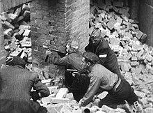 Combattimenti durante la Rivolta di Varsavia.
