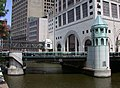 Wisconsin Avenue Bridge in Milwaukee, viewed from south (2007).jpg