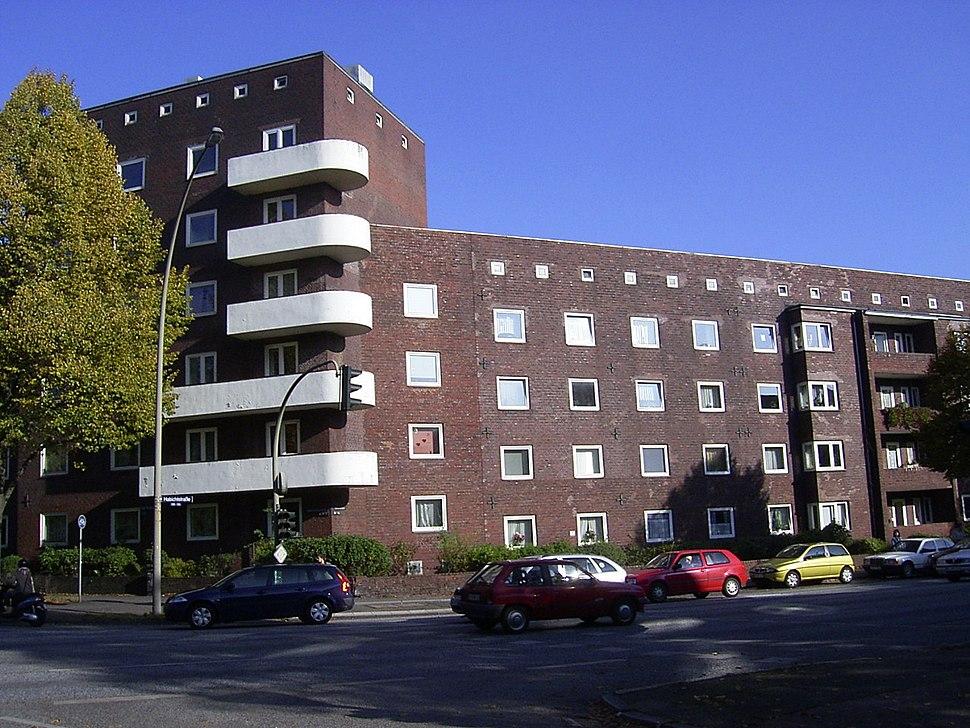 Wohnblock an der Habichtstra%C3%9Fe in Hamburg-Barmbek-Nord.jpg