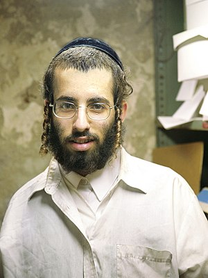 Payot - Young Hasid wearing twisted payot