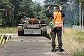 Załadunek czołgów PT-91 Twardy na platformę kolejową.jpg