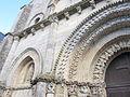 Église Saint Nicolas de Maillezais - Détail de la façade.JPG