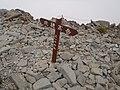 北穂高岳山頂 2013-08-15 - la pinto de la Monto Kitahotaka - the summit of the Mt. Kitahotaka - panoramio.jpg