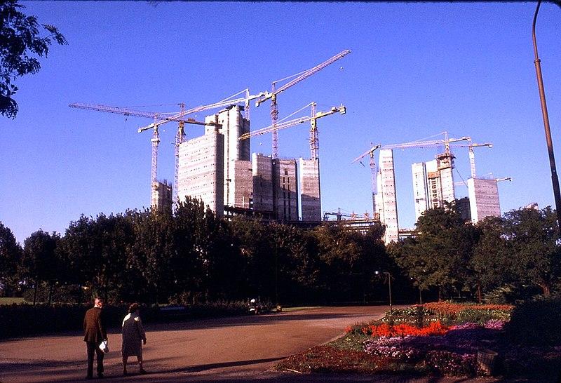 File:012L16--1074 Donaupark, Bau UNO CITY.jpg