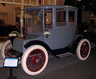 Brougham (car body) - 1915 Detroit Electric Brougham