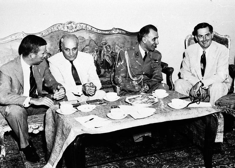 File:1953 Iranian coup d'état - Zahedi After coup d'état with US Authorities.jpg
