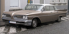 1959 Pontiac Catalina Vista HT sedan in Bruges.jpg