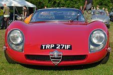 (Alfa Romeo-muzeokopio) Pli posta versio kun ununuraj lumoj.