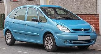 Citroën Xsara Picasso - Image: 2002 Citroen Xsara Picasso H Di Exclusive 2.0 Front