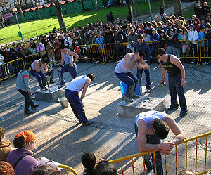 Basque rural sports - Harri zulaketa competition