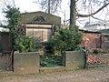 20071226065DR Dresden-Löbtau Neuer Annenfriedhof Grab Pohle.jpg