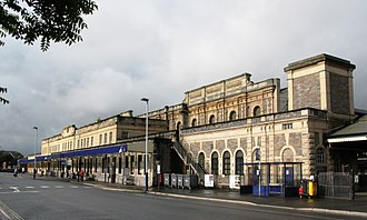Exeter St Davids railway station - Image: 2008 at Exeter St Davids station frontage