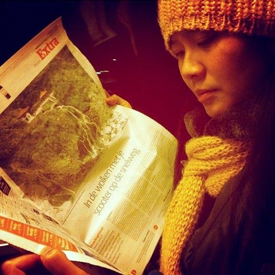 2011 reading newspaper 6564671345