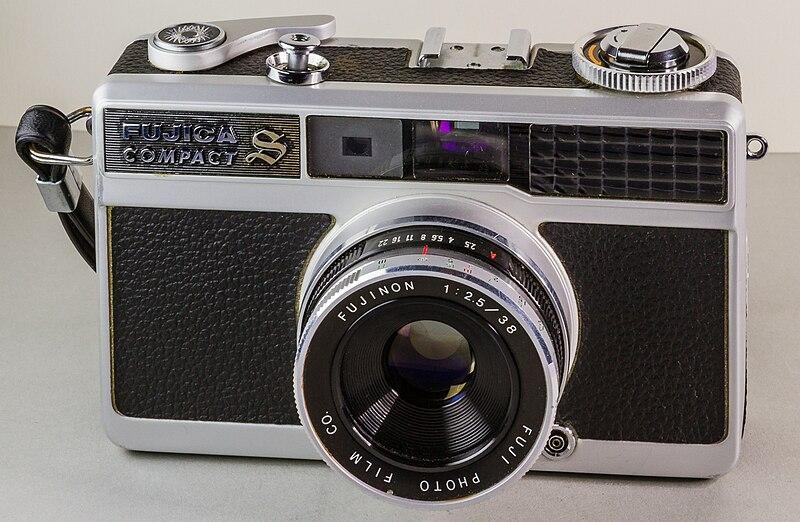 File:2015 04 08 014 35mm camera Fuji Fujica Compact S.jpg