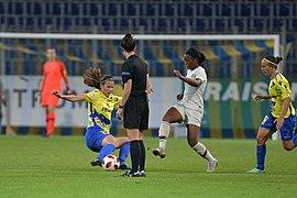 20180912 UEFA Women's Champions League 2019 SKN - PSG Bíróová Geyoro 850 5160.jpg