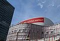 2019-05-23, Düsseldorf Schauspielhaus während der Sanierung, links das Dreischeibenhaus.jpg