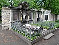 20200512170DR Dresden Neuer kath Friedhof Grabmal Hahnel.jpg