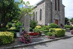 56 Cournon Monument aux morts.jpg