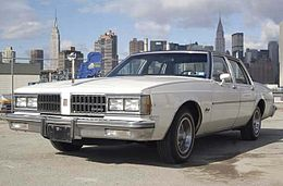 Un'Oldsmobile Delta 88 Royale berlina del 1981