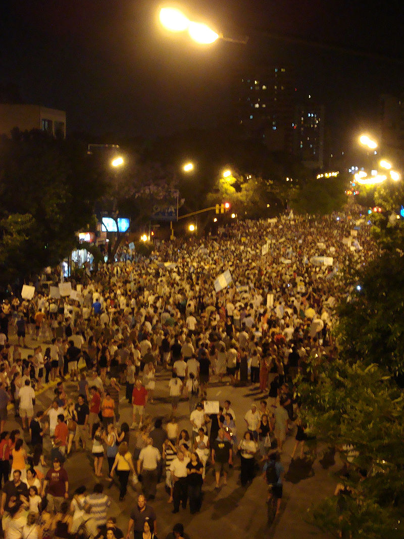 8N Manifestación en Olivos (Cacerolazo contra el gobierno nacional - Argentina).jpg