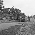 Aanleg en verbeteren van wegen, dijken en spaarbekken, landbouwwegen, aanbrengen, Bestanddeelnr 161-0784.jpg