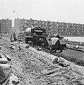 Aanleg en verbeteren van wegen, dijken en spaarbekken, stabilisatie, arbeiders, , Bestanddeelnr 161-1205.jpg