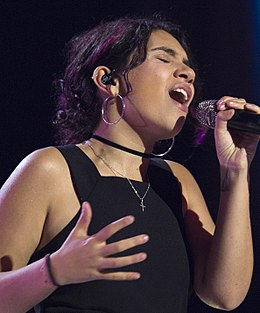Alessia Cara performs for the 2017 Invictus Games opening ceremony(37023162840) (cropped).jpg