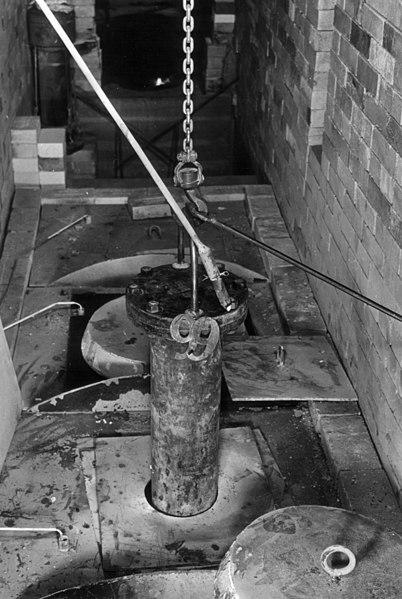 Ficheiro:Ames Process pressure vessel lower.jpg