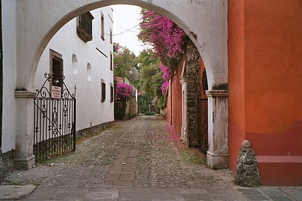 Some neighborhoods, such as San Ángel, retain a distinct urban design from their time as independent towns. Arco.jpg