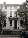 foto van Blok van twee herenhuizen met hekwerken in eclectische stijl