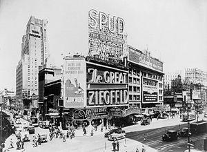 Astor Theatre (New York City) - Astor Theatre in 1936