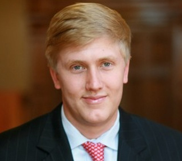 From commons.wikimedia.org: Nick Ayers {MID-334048}