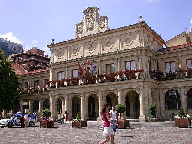 File ayuntamiento de san marcelo y oficina de turismo en for Oficina de turismo leon
