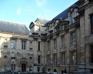 Hôtel d'Angoulême Lamoignon - View of the facade from the courtyard