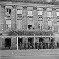 Balkonscene Leve de koningin, Bestanddeelnr 255-7085.jpg