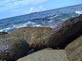 Barco y piedras en la guaira.JPG