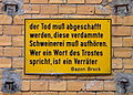 Bazon Brock - Der Tod muss abgeschafft werden - Prägeschild in Berlin Hackesche Höfe.jpg
