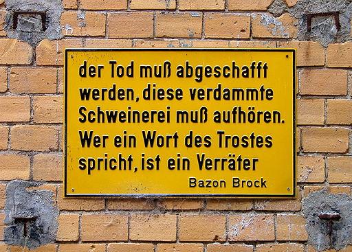 http://upload.wikimedia.org/wikipedia/commons/thumb/4/45/Bazon_Brock_-_Der_Tod_muss_abgeschafft_werden_-_Pr%C3%A4geschild_in_Berlin_Hackesche_H%C3%B6fe.jpg/512px-Bazon_Brock_-_Der_Tod_muss_abgeschafft_werden_-_Pr%C3%A4geschild_in_Berlin_Hackesche_H%C3%B6fe.jpg