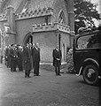 Begrafenis dr. G.H.C. Hart. In het midden dr. Van Mook, minister van Koloniën, …, Bestanddeelnr 935-2155.jpg