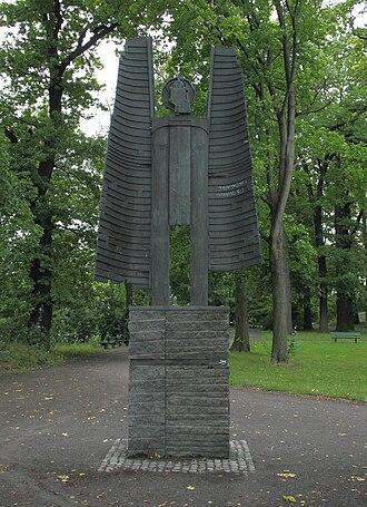 Hannah Höch - Siegfried Kühl, Der archaische Erz-Engel vom Heiligense, 1989, sculpture in homage to Hannah Höch in Berlin-Reinickendorf