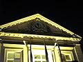 Blérancourt hôtel-de-ville (fronton latéral avec horloge) 1.jpg
