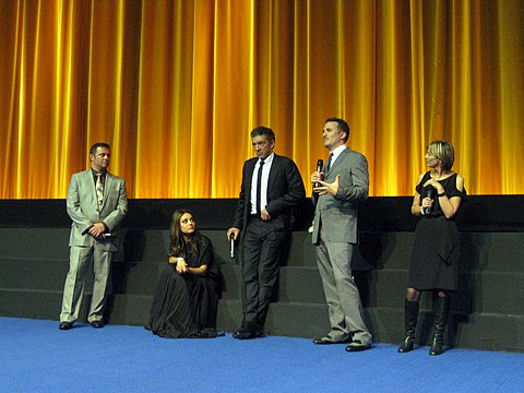 Aronofsky with the cast and crew of Black Swan Black Swan press 2010.jpg