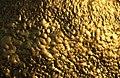 Blattgold an der Kyaikto Pagode.jpg