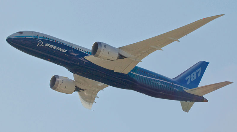File:Boeing 787 Dreamliner arrival Airventure 2011.jpg