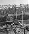 Bouw van de voetbrug voor de Floriade naar de Euromast te Rotterdam, Bestanddeelnr 911-0426.jpg