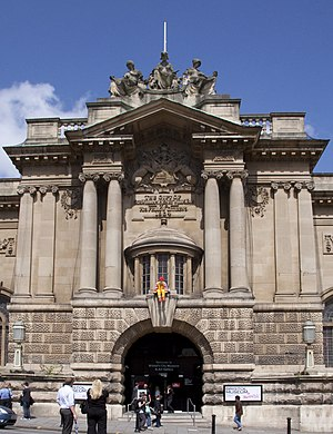 Bristol City Museum and Art Gallery - Image: Bristol art gallery and museum 2 (3763133570)